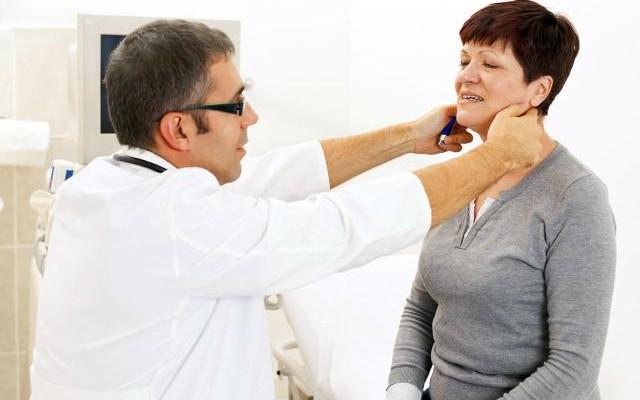 Nadczynność tarczycy – jej objawy i leczenie