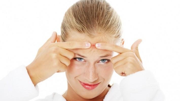 Pryszcze, zaskórniki, świecąca się skóra – działaj skutecznie!