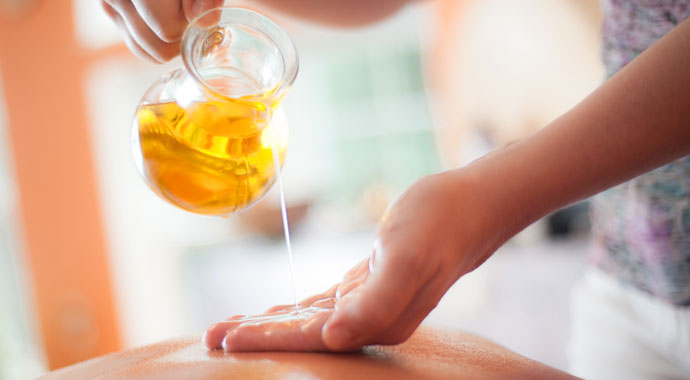 Odpowiedni olej do masażu